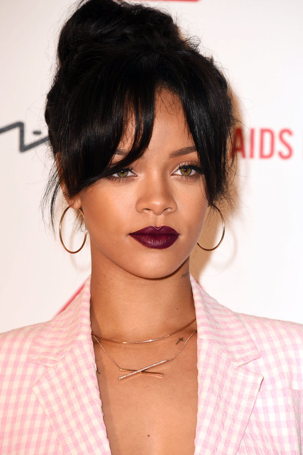 54bc45200241c_-_hbz-best-lipsticks-2014-burgundy-rihanna-459208208