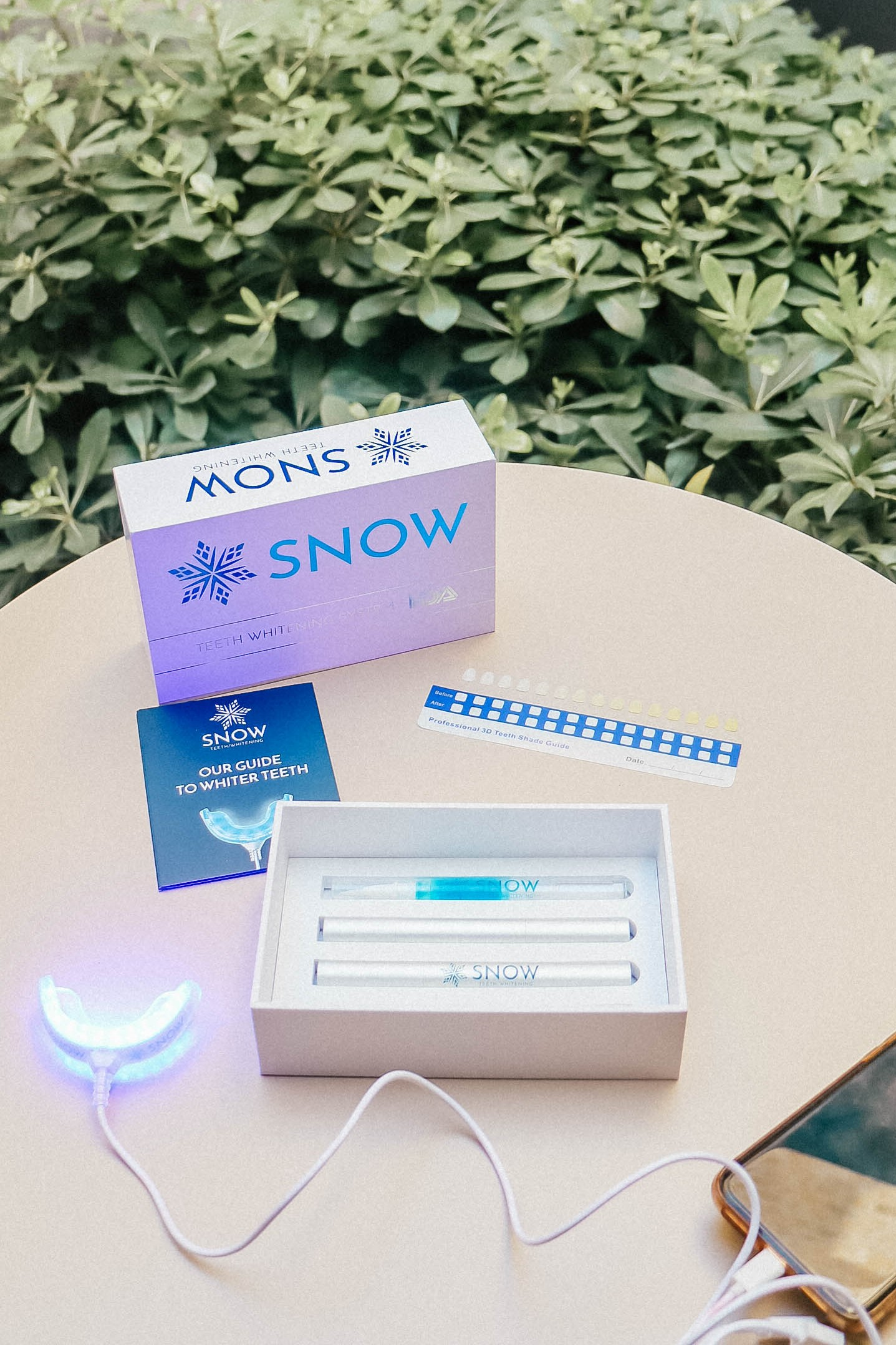 What is the Snow Teeth Whitening Kit and why is it so great?
