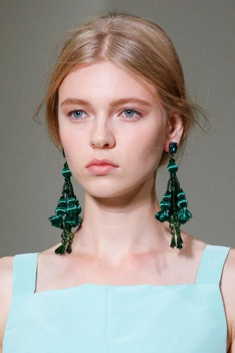 spring-2016-statement-earrings-oscar-de-la-renta-h724